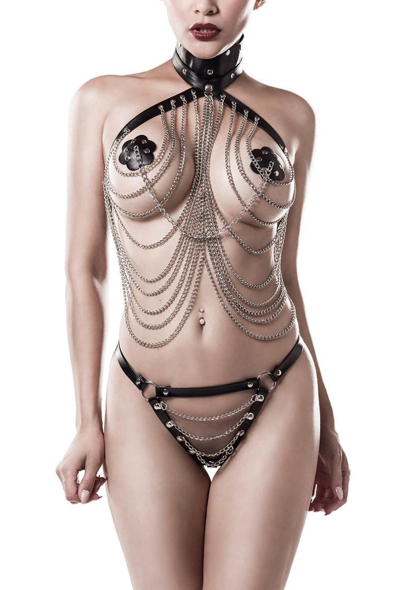 sexy set erotico con catene bondage